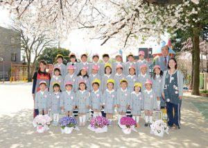 桜の木と集合写真